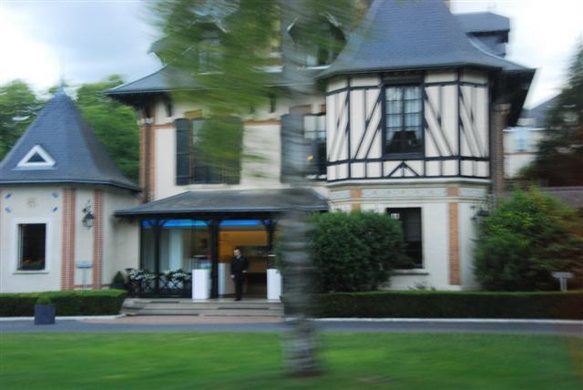 Arriving at L'Assiette Champenoise