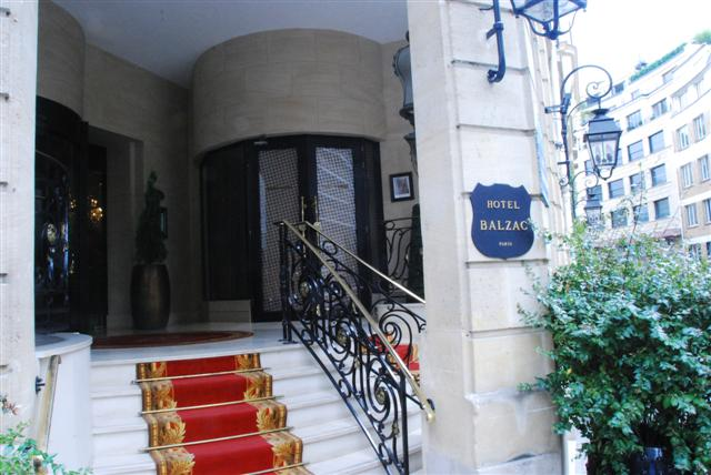 Hotel Balzac Entrance