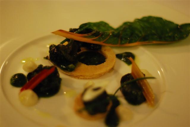 Les Escargots - - Tarte fine d'escargot persillés, crème d'ail et parmesan Thin pastry snail tart with parsley, cream of garlic and parmesan