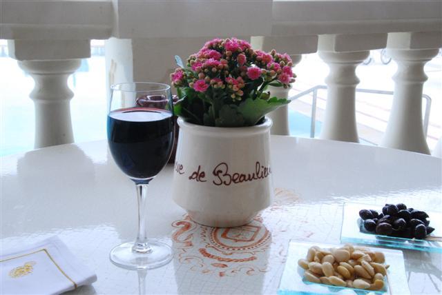 La Reserve Beaulieu - The Pool & Wine