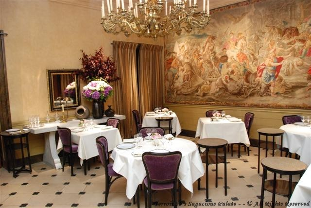 L'Ambroisie - First dining chamber
