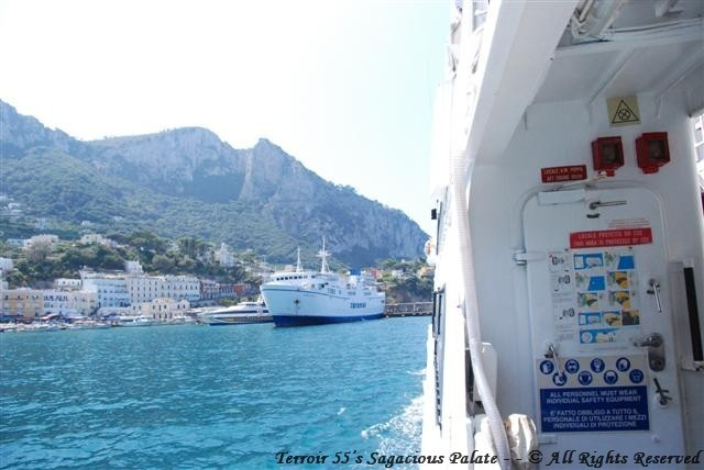 Arriving to the Bay of Capri