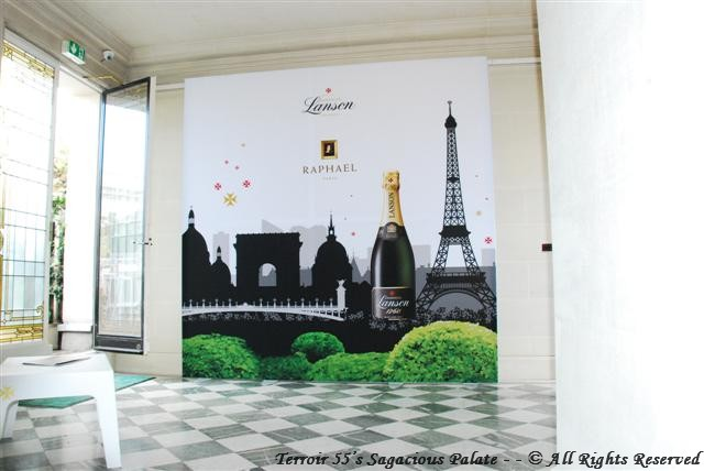 Lanson - entrance to the rooftop