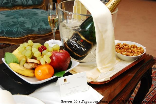 Enjoyoing the Paris breeze with Lanson and fruit before lunch