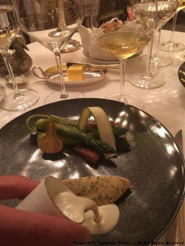 "Poultry of ""Cour d'Armoise"" with Château-Chalon wine, green asparagus"