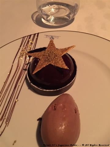 "Star – (crunchy biscuit of hazelnut, ""Guanaja"" chocolate mousse and Opaline)"