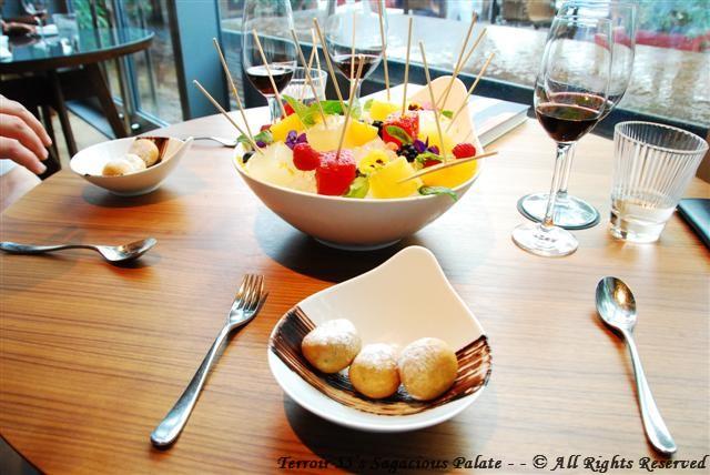 "Frutas Cru & ""Tio Nelo"" Hot Chocolate Fritters"