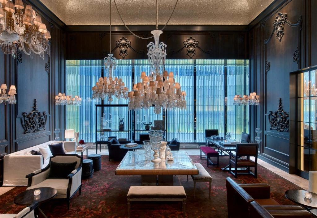 ©Baccarat Hotel NYC – Courtesy of Baccarat Hotel NYC - The Petite Salon
