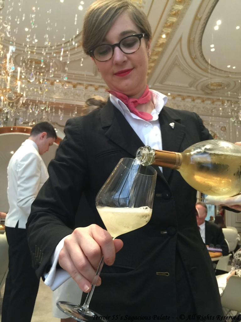 Sarah with the refill of Ruinart, Blanc de Blancs