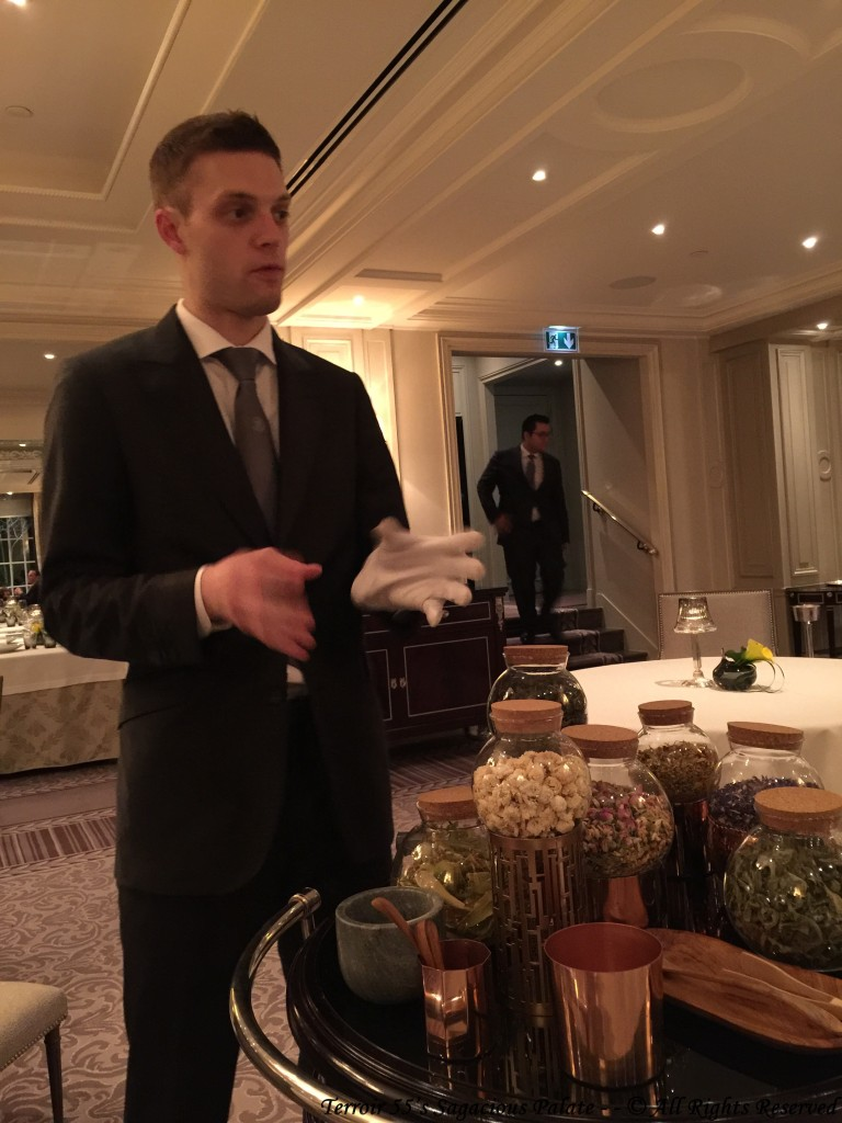 Maxime presenting the teas